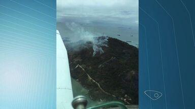 Incêndio no Morro do Moreno é controlado, dizem bombeiros, no ES - Morro fica no município de Vila Velha.