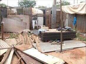 Casas em ocupação na capital ficam comprometidas após chuvas - Casas em ocupação na capital ficam comprometidas após chuvas