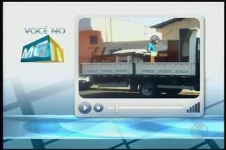 VC no MGTV: telespectador mostra imagens de suposto uso indevido de bens públicos - Em nota, Codau disse que veículo é locado e pertence à frota terceirizada que presta serviço apenas de segunda a sexta-feira.