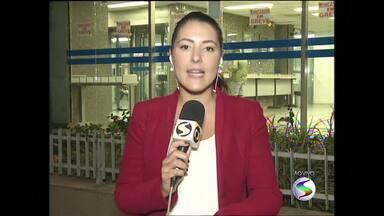 Assembleia em Barra Mansa discute greve dos bancários no Sul do Rio - Paralisação completou 21 dias nesta segunda-feira (26); bancos ofereceram reajuste de 10% nos salários e 14% no vale refeição.
