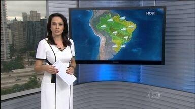 Confira a previsão do tempo para todo o Brasil nesta quinta-feira (29) - Um corredor de umidade concentra nuvens de chuva entre o Sudeste e o Norte do país. Previsão de pancadas de chuva entre o norte do RJ, ES, MG, GO e a divisa do AM com o PA e MT.