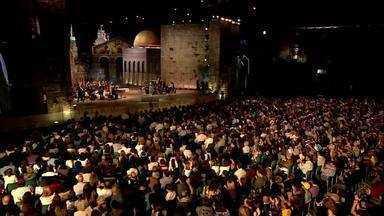 Roberto Carlos em Jerusalém - Em um cenário deslumbrante em Jerusalém, o Rei canta sucessos da carreira e músicas em espanhol, italiano e hebraico.