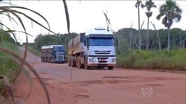 66% das estradas públicas estão em situação regular, ruim ou péssima - As estradas brasileiras continuaram péssimas em 2015, apesar dos impostos que os contribuintes pagam. William Waack analisa os números de pesquisa tradicional da CNT (Confederação Nacional do Transporte).