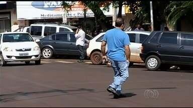 População não tem o costume de atravessar ruas em faixas de pedestres, em Itumbiara - Na última terça-feira (3), uma aposentada de 73 anos morreu enquanto atravessava uma rua de Itumbiara, no sul de Goiás.