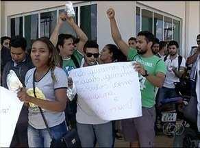 Alunos da UFT em Gurupi protestam pela conclusão das obras do restaurante comunitárioá - Alunos da UFT em Gurupi protestam pela conclusão das obras do restaurante comunitário
