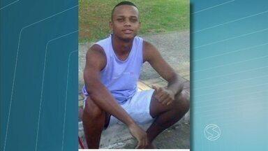 Adiado enterro de jovem de Paracambi, RJ, agredido antes de Vasco x Flu - Família estava na expectativa para o sepultamento, mas o corpo acabou não sendo liberado pelo hospital, onde o jovem morreu na noite de quinta-feira (5), na Baixada Fluminese.