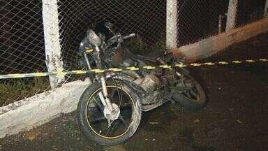 Queda de árvore atinge moto e mata casal em Campinas - Com a chuva forte, uma árvore caiu nesta quarta-feira (4) em Campinas e matou um casal que estavam em uma moto.