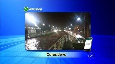 Chuva forte causa estragos e faz rio transbordar em Catanduva - Vários moradores de Catanduva (SP) enviaram pelo aplicativo da TV TEM imagens da forte chuva que atingiu a cidade durante a madrugada desta quinta-feira (5). De acordo com as informações dos bombeiros, várias ruas e avenidas ficaram completamente alagadas.