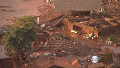 Trabalho de resgate das vítimas vai ser demorado e difícil em distritos inundados por lama - Uma morte foi confirmada após rompimento de duas barragens de rejeitos perto de Mariana; ainda não há dados sobre desaparecidos.