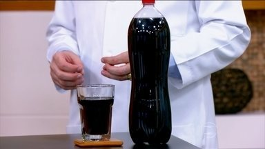 Refrigerante causa celulite - O dermatologista Emerson Lima ressalta que os refrigerantes não são saudáveis e mesmo o diet pode agravar a celulite.