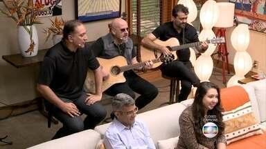 Biquini Cavadão abre o 'É de casa' deste sábado - Apresentadores dão bom dia e contam o que terá no programa