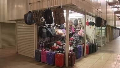 Comerciantes de shopping popular do DF são recadastrados - O Governo do Distrito Federal está recadastrando os comerciantes do shopping popular. A ideia é retirar os boxes de quem não cumpre as exigências.