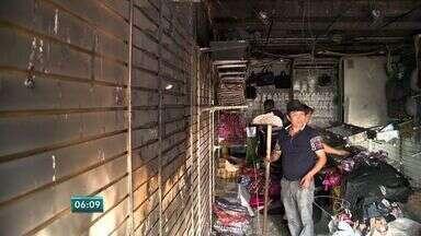 Loja de acessórios pega fogo no ES e prejuízo é de mais de R$ 20 mil - Avenida Jerônimo Monteiro precisou ser interditada por algumas horas.Não foram registradas vitimas e ainda não foi determinada a causa do fogo.