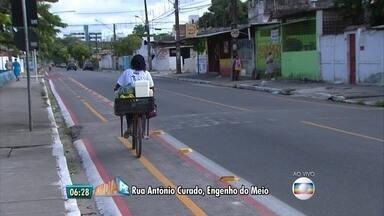 Zona Oeste do Recife ganha ciclofaixa permanente - Via tem dois sentidos, no bairro do Engenho do Meio.