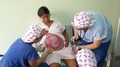 Enfermeiras ajudam a tranquilizar e preparar gestantes para o parto, em Dourados - Ideia é aumentar o número de parto humanizado, já que 55% dos partos no país são cesáreas
