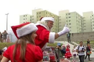 Cidades de Mogi das Cruzes e Suzano recebem o Papai Noel - O bom velhinho é o símbolo do Natal, para as crianças.