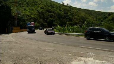 Balanço aponta queda no número de acidentes na Serra das Araras, em Piraí, RJ - Desde 2013 vem sendo percebida essa queda no número de acidentes, mas a quantidade de tombamentos de caminhões continua crescendo.
