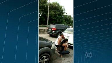Tiroteio da Linha Vermelha deixou motoristas em pânico - As pessoas ficaram presas no engarrafamento no meio da troca de tiros.