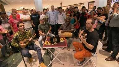 """""""Cafezinho com Escobar: Botafogo - Apresentador vai ao bairro de Botafogo ouvir dos torcedores sobre os resultados da última rodada do Brasileirão."""