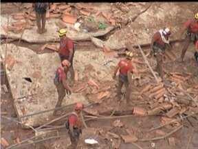 Buscas por pessoas recomeçam em MG após rompimento de barragens - Acidente foi em Bento Rodrigues e bombeiros confirmam três mortes.