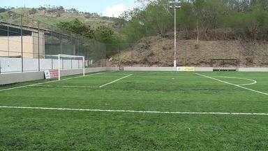 Calendário do ESTV: Moradores de resistência ganham campo de futebol, em Vitória - Prefeitura cumpriu e construi quadra de futebol.