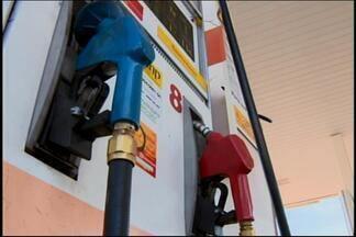 Greve de caminhoneiros gera filas em postos de combustíveis em Divinópolis - Com caminhões parados, muita gente correu para encher tanque. Consumidores precisaram esperar
