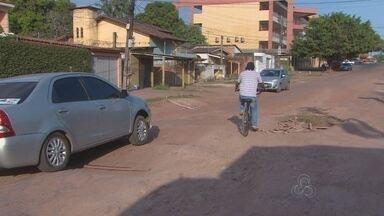 Rota de ônibus é alterado por conta de precariedade de avenida do bairro Laguinho - Uma das principais avenidas do bairro Laguinho está tão ruim que os ônibus até pararam de circular por lá. O desafio dos motoristas é não bater o fundo do carro.