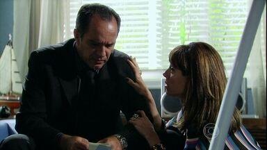 Ramiro avisa a Melissa que Tarso precisa de um psiquiatra - A madame finalmente aceita que o filho se trate