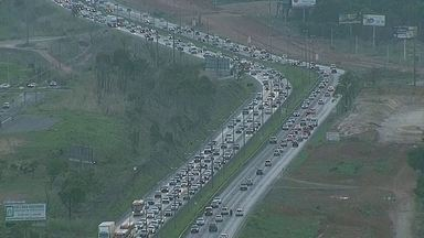 Faixas da Epia Norte são invertidas no trecho Torto Colorado, após greve de agentes do DER - Na EPTG, bloqueios para melhorar o tráfego voltaram a ser feitos.