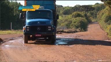 Rodovia que liga Guarapuava a Inácio Martins é motivo de reclamação de moradores - E para piorar, a reforma da estrada, que começou no meio do ano passado, está paralisada.