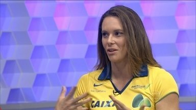 Fabiana Murer comenta escândalo de doping da Rússia e fala sobre preparação para 2016 - Atleta brasileira comenta sobre escândalo.