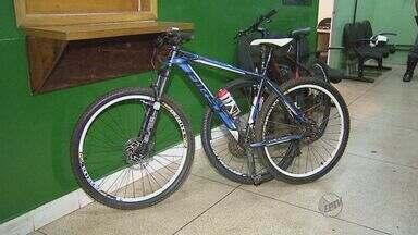 Dupla rouba bicicletas de casal em Ribeirão e é presa enquanto pedalava - Vítimas foram rendidas na Avenida Professor João Fiúsa, na noite de quarta. Ladrões foram achados pela Polícia Militar Rodoviária no Anel Viário Sul.