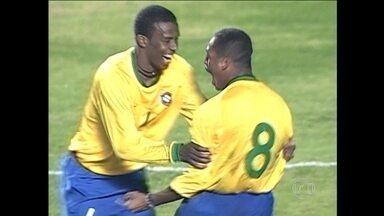 Em 2000, Brasil vence primeiro confronto com a Argentina pelas Eliminatórias por 3 a 1 - Volante Vampeta foi o destaque com dois gols.