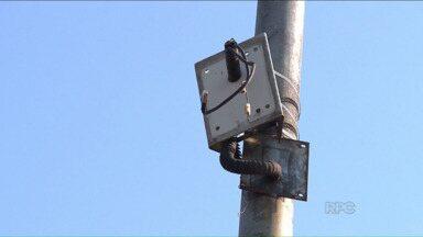 Vandalismo e burocracia comprometem o serviço de segurança em Londrina - Câmeras de vídeo destruídas por vândalos e a demora das licitações para a instalação de novas câmeras comprometem o serviço de monitoramento da Guarda Municipal e também a implantação de um projeto de combate às drogas.