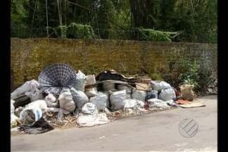Lixo e entulho invadem via pública na passagem Boa Esperança, no bairro do Souza, em Belém - O problema precisa da colaboração dos moradores para ser resolvido.