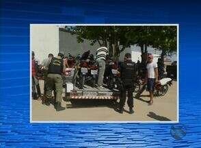 Polícia Militar realiza operação em Lajedo, no Agreste de Pernambuco - Intenção da polícia é coibir a prática de crimes violentos que levam à morte e crimes ao patrimônio.