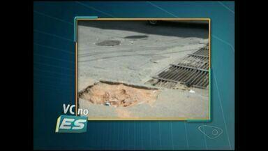 Moradores pedem que buraco de poste seja tapado em Cachoeiro, Sul do ES - Moradores dizem que muitas pessoas já caíram no buraco.