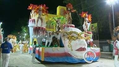 Escolas de samba suspendem desfile de carnaval em Guaratinguetá, SP - Liga afirma que desfile em avenida fica inviável sem repasse da prefeitura. Folia, no entanto, será mantida dentro das quadras das escolas.