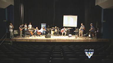 Programação cultural agita Teatro Guarany, em Santos - Show de música foi realizado