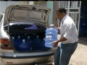 Moradores de Valadares viajam ao Vale do Aço para comprar água - Na cidade o estoque de água mineral acabou.