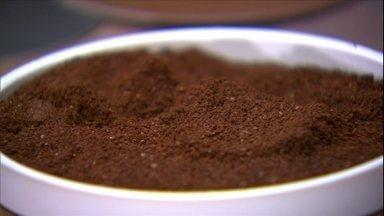 Café extraforte tem torra intensa e escura e variedade conilon na mistura - Quanto mais fina a moagem do café, mais forte ele será. Muitos fabricantes informam na embalagem o grau de torra do café, através das cores.