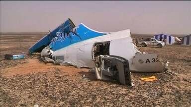 Egito afirma que matou 24 integrantes do Estado Islâmico - Oito terroristas teriam sido presos. Eles estavam escondidos em cavernas perto de onde caiu um avião de passageiros da Rússia.