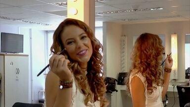 Paolla Oliveira mostra o look moderno de Melissa em Além do Tempo - Atriz compara a maquiagem de sua personagem em dois momentos