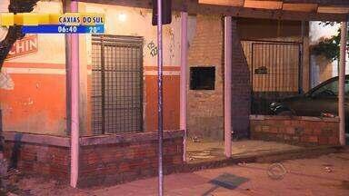 Nove pessoas são baleadas dentro de bar na Zona Sul de Porto Alegre - Nenhum dos atiradores foi preso.
