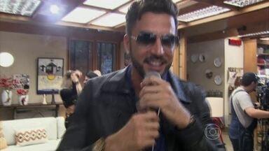 Latino canta a música 'Festa no Apê' e abre o 'É de Casa' - Tiago Leifert e Ana Furtado comentam o que terá no programa