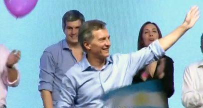 Maurício Macri vence as eleições na Argentina e é o novo presidente - Disputa foi acirrada em segundo turno, Macri venceu com três pontos de vantagem para o candidato governista, Daniel Scioli.
