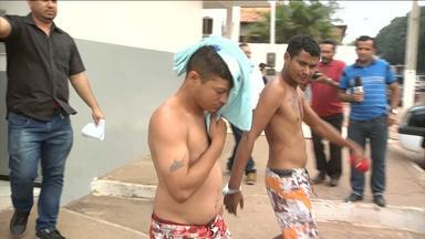 Dois homens suspeitos de trafico são presos em Açailândia, MA - Uma operação em Açailândia (MA) terminou com a prisão de dois homens suspeitos de trafico. A operação conjunta realizada pelas policias Civil e Militar prendeu dois traficantes que negociavam drogas próximo a uma escola no Centro da cidade.
