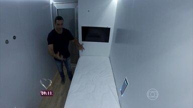 Repórter Fabricio Battaglini mostra hospedagem em grandes aeroportos - Um deles fica em São Paulo, e o outro, em Recife