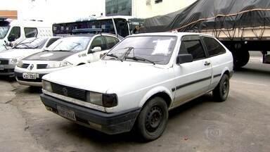 Quatro policiais militares foram presos acusados de extorsão e sequestro - Os policiais usaram um carro particular para prender duas pessoas, depois exigiram 10 mil reais para liberar uma delas.
