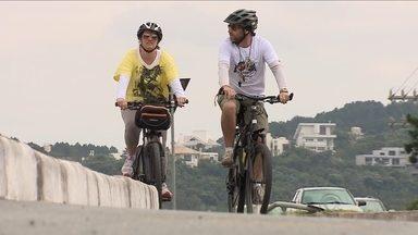 Reportagem mostra os problemas enfrentados por ciclistas nas rodovias catarinenses - Reportagem mostra os problemas enfrentados por ciclistas nas rodovias catarinenses